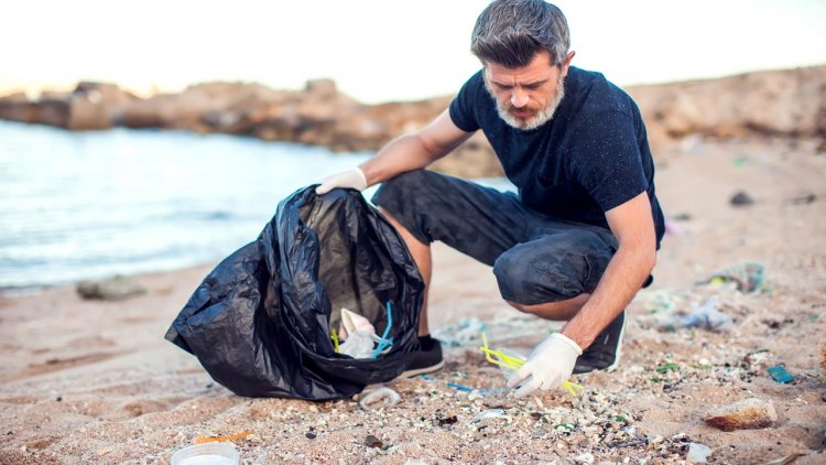 Plastic in Galapagos seawater, beaches and animals