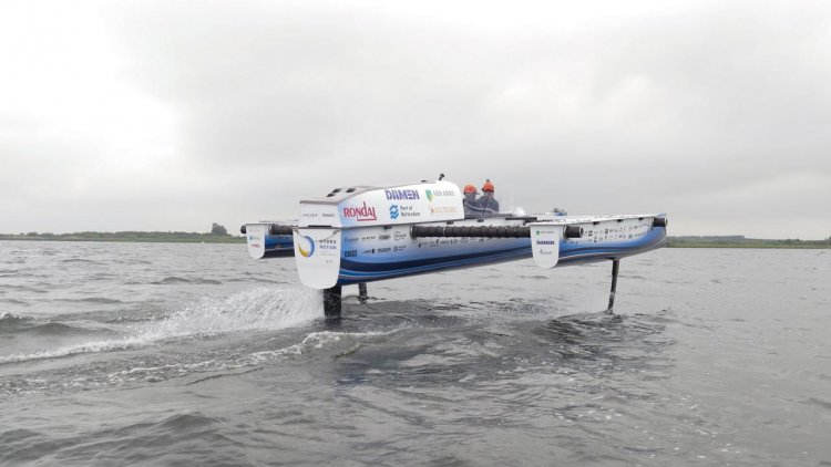 VIDEO: TU Delft students present world's first 'flying' hydrogen boat