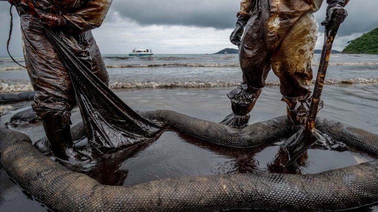 Russian investigators probe big Black Sea oil spill